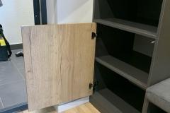 Прихожая готова и установлена☑ Мы очень любим проекты с рейками❤ ▫Серый уголь Egger ▫Дуб Галифакс натуральный ▫Фурнитура Blum чёрная ▫Мягкая часть - ткань Vellutto ▫Крючки от @makmartgroup А вы любите рейки в интерьере? Как Вам сочетание темного и дерева? #прихожиеназаказворонеж #рейкиворонеж #рейкиназаказворонеж #мебельсрейками #мебельсрейкамиворонеж #мебельназаказворонеж #квартирныйответворонеж