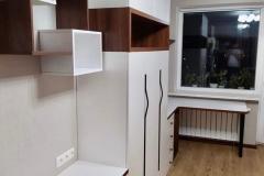 Мебель в гостиную готова и установлена✔ Как вам сочетание древесной текстуры и белого? ▫Орех Аида Табак ▫Белый базовый ▫Направляющие Hettich ▫Фасады МДФ в пленке ПВХ 👉Проект дизайнера нашей студии Алёны Алиевой @alena_v_alieva
