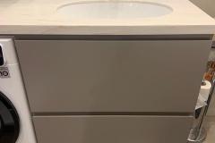 Мебель для ванной готова и установлена✔ ▫Фасады МДФ эмаль ▫Фасады ящиков с интегрированной ручкой ▫Фурнитура Blum ▫Столешница камень 👉Проект дизайнера нашей студии Евгении @evagenialove