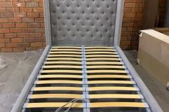 Кровать с декоративными гвоздиками и каретной стяжкой☑ Проект дизайнера Анатолии Моисеенко @designbyanatolia ▫Спальное место 1200*2000 мм ▫Кроватное основание + подъёмный механизм ▫Короб для белья в ткани 📍Активно принимаем заказы на изготовление мягкой мебели по фото и нужным вам размерам! Срок изготовления от 3-х недель #кроватьсгвоздиками #кровать #кроватьдлядевочки #кроватьдлямальчика #мягкаямебельворонеж