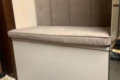 Прихожая готова и установлена✔ ▫Кашемир серый ▫Крючки от @makmartgroup ▫Мягкая панель и сидушка Velutto 22 ▫Рейки на шкаф клиентов также из Кашемира серого