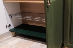 Прихожая для дорогих постоянных заказчиков готова и установлена✔Проект разработан дизайнером Еленой Алиевой. Материал МДФ в плёнке ПВХ, фрезеровка Гранд, цвет Болото, корпус из двух цветов (древесный и зелёная ель), петли Blum, направляющие Hettich, ручки Макмарт, крючки, полки-сетки для обуви МДМ комплект✔ Если вам понравилась мебель, будем рады Вашим 💗 #мебельвворонеже #прихожиеворонеж #прихожиеназаказ #цветболото #фрезеровкагранд #мебельназаказ #прихожие #прихожиеназаказ #квартирныйответворонеж