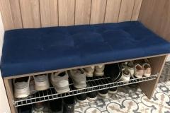 Прихожая готова и установлена✔ 🏷ЛДСП Egger 🏷Зеркало в чёрной алюминиевой раме 🏷Направляющие от нажатия 🏷Мягкая сидушка в ткани Vellutto 🏷Удобная и функциональная сетка для обуви 🏷 Для входной двери сделали вставку из материала как мебель в прихожую