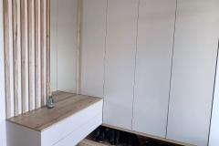 Мебель в прихожую готова и установлена✔ Материалы: ▫Egger Кашемир серый ▫Дуб Галифакс натуральный ▫Фурнитура Blum ▫Нижняя секция открытая с подсветкой 📍Друзья, рады Вам сообщить, что мы снова выезжаем на замеры абсолютно в любой регион нашей страны. Приглашайте, и мы приедем именно к Вам! 👉На фото проект дизайнера нашей студии Евгении @evagenialove 👉А фото от заказчика, благодарим 🙏 #мебельвприхожую #мебельвприхожуюворонеж