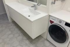 Мебель для ванной комнаты готова и установлена✔ ▫Фасады МДФ в эмали с интегрированной ручкой изготовлены на собственном производстве ▫Фурнитура Blum ▫Столешница искусственный камень #мебельдляванной #мебельдляваннойворонеж #квартирныйответворонеж
