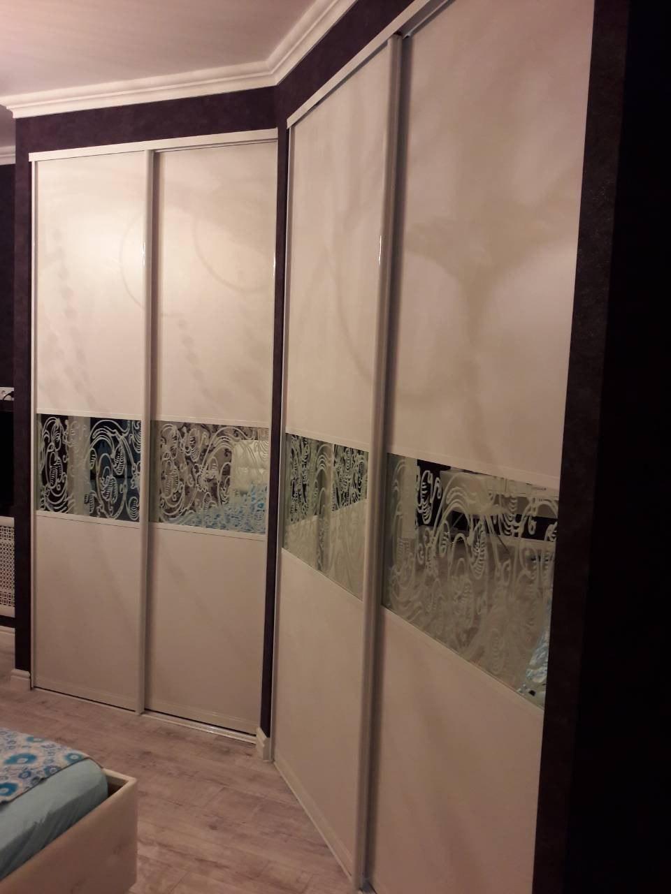 шкаф-купе с зеркалом и пескоструйным рисунком в Воронеже