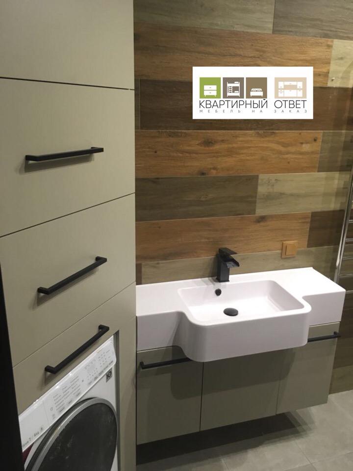 Мебель для ванной комнаты для очень уютной и красивой квартиры готова и установлена✅ Фасады МДФ супермат грин,под раковиной 2 корзины для белья МДМ комплект,в углу стеклянные полки,а пенал очень удобный и функциональный☝там,кстати, спрятан бойле