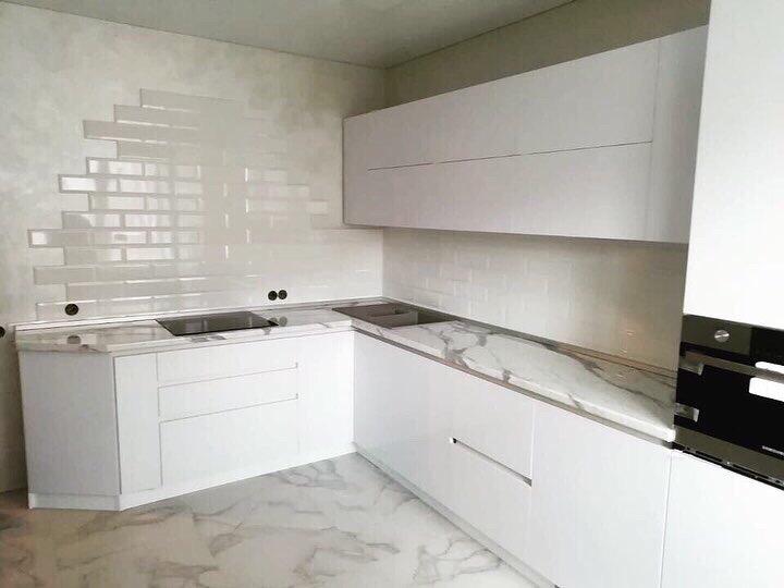 белая кухня, белая глянцевая кухня, мебель на заказ в воронеже, мебель в воронеже, кухни на заказ в Воронеже, профиль Gola, профиль гола, мебель на заказ