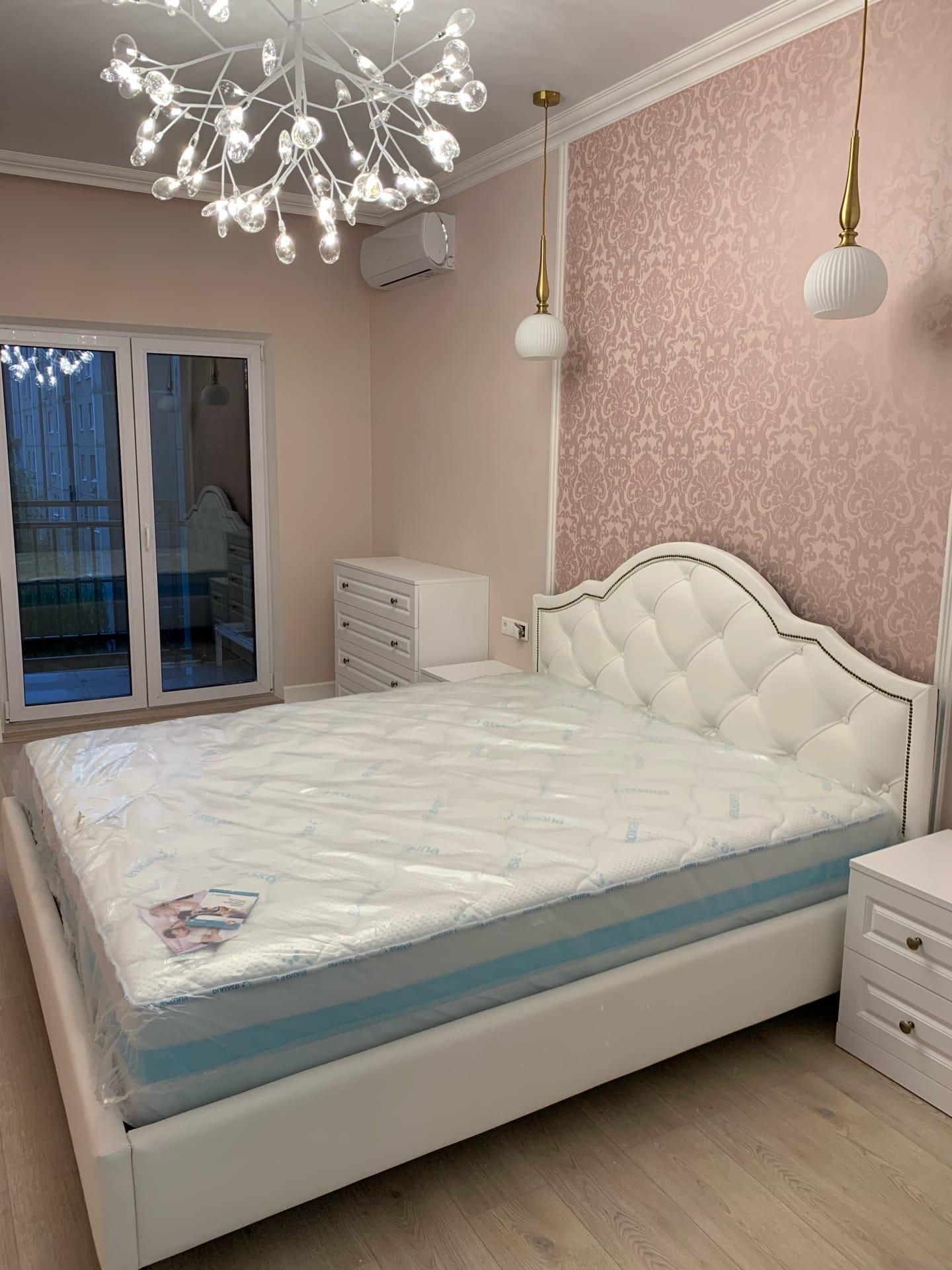 Кровать в ткани Арпатек 04 ▫Спальное место 1800*2000 ▫Гвоздики бронза Проект дизайнера Алёны Алиевой @alena_v_alieva #арпатек #кровать #кроватимосква #кровативоронеж