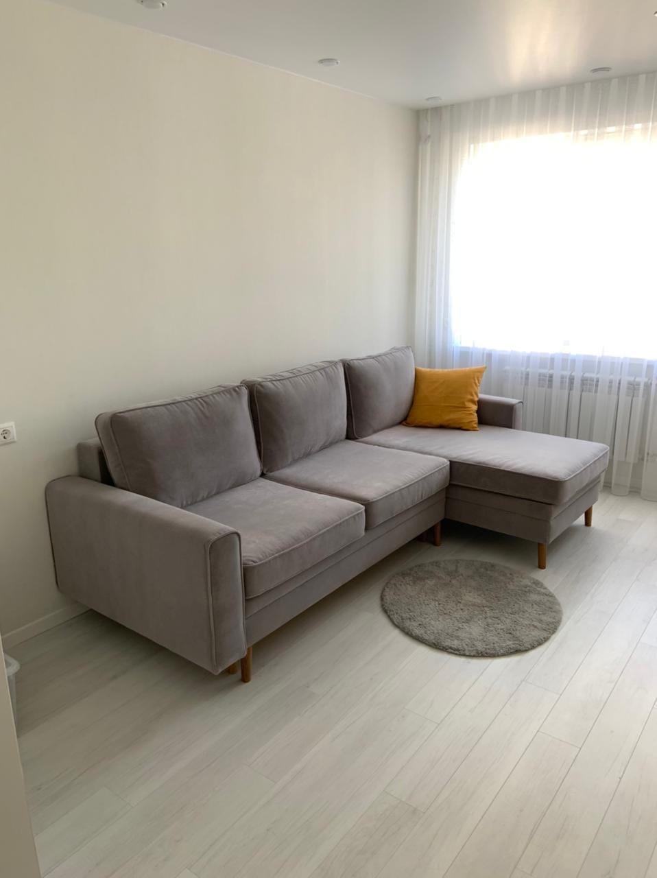 """Пантограф, он же «тик-так»- механизм трансформации диванов, который при раскладывании позволяет избегать механического взаимодействия с напольным покрытием. Чтобы разложить диван, приподнимите сиденье и потяните на себя – словно шагая вперед, оно примет необходимое положение. Достоинства """"Пантографа""""➕ ❕Диваны с """"Пантографом"""" имеют комфортное ровное место для сна. ❕Механизм легко раскладываются. ❕Диван содержит нишу - ящик для хранения белья Недостатки """"Пантографа""""➖ ❕Механизм дорогой из-за этого и стоимость дивана становится более высокой. ❕Из-за широкого сидения сидеть на диване не удобно, не возможно опереться на спинку дивана поэтому нужно использовать дополнительные подушки Благодарим за внимание #пантограф #диванпантограф #угловойдиван #мягкаямебельназаказ #мягкаямебельворонеж"""