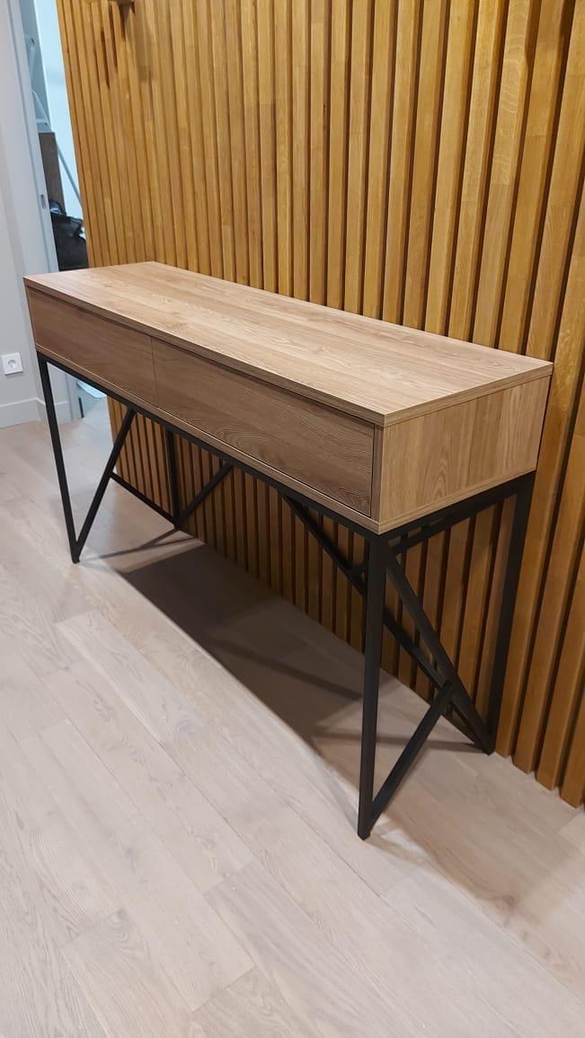 Преимущества STEKSWOOD: изготовление эксклюзивной и необычной мебели на заказ – она может быть любого цвета, любого размера; уникальные мастера: они применяют оригинальные технологии подготовки и обработки ценной древесины, создают настоящие шедевры, сравнимые с музейными экспонатами; высочайшее качество мебели люкс: это видно невооруженным взглядом; не отметить ее дорогой внешний вид просто невозможно – предоставляется сертификат на каждое изделие; индивидуальное проектирование элитной мебельной продукции; широкий выбор материалов: в основном в нашем салоне элитной мебели представлены изделия из массива красного дерева, водного гиацинта, ротанга, но также возможно изготовление мебели из другого сырья; свой магазин: в нашем выставочном зале представлены некоторые готовые экспонаты, и их можно сразу купить и забрать – на такую мебельную продукцию предоставляется 10% скидка; предоставление гарантии на всю элитную продукцию; обеспечивается бесплатная доставка мебельных изделий независимо от габаритов и веса по Санкт-Петербургу; возможна доставка в другие регионы; возможна покупка мебельной продукции STEKSWOOD в кредит – уточните информацию у наших менеджеров.